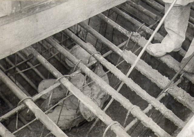 Шуровка бетона в арке. Сентябрь 1935г.