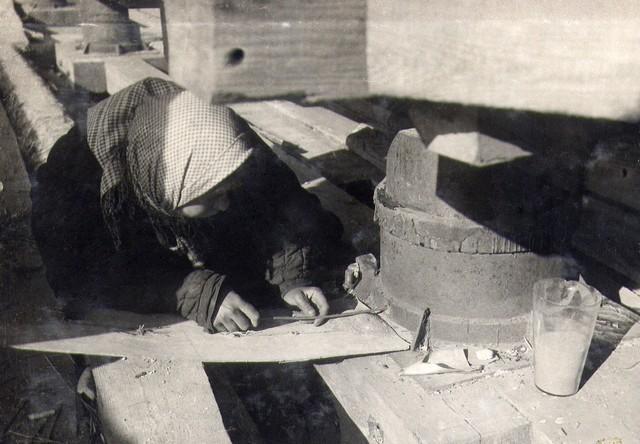Выемка песка из песочницы при раскружаливании подмостей арочных пролетов. Октябрь 1935г.