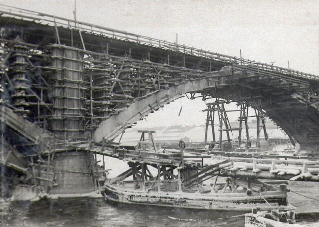 Пролет №2 после демонтажа дощатых кружал. Декабрь 1935г.