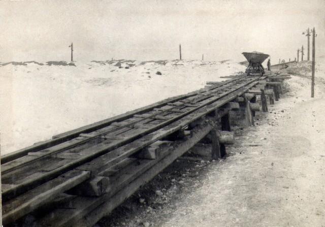 Транспортировка гравия в карьере к месту погрузки. Март 1936г.