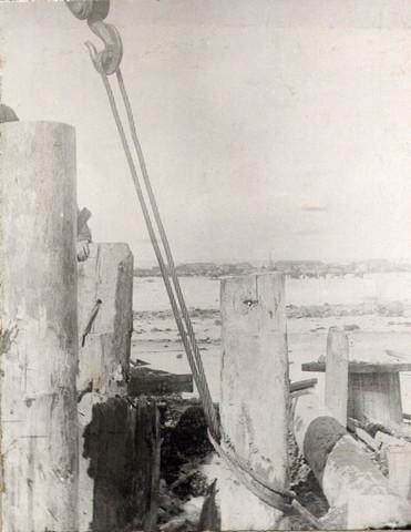 Вытаскивание свай из ряжа. Апрель 1936г.