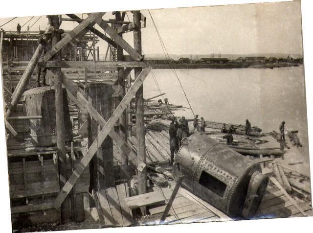 Подтаскивание шлюзового аппарата к месту установки. Май 1936г.