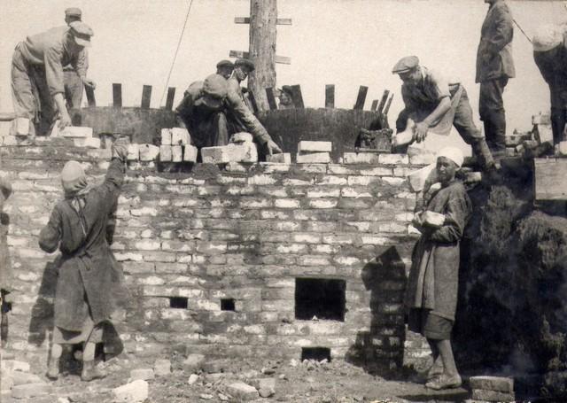 Обмуровка котла, приспосабливаемого для пропитки шашки. Июль 1936г.