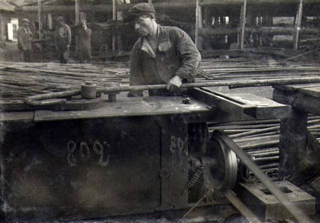 Заготовка арматуры на станке. Август 1936г.
