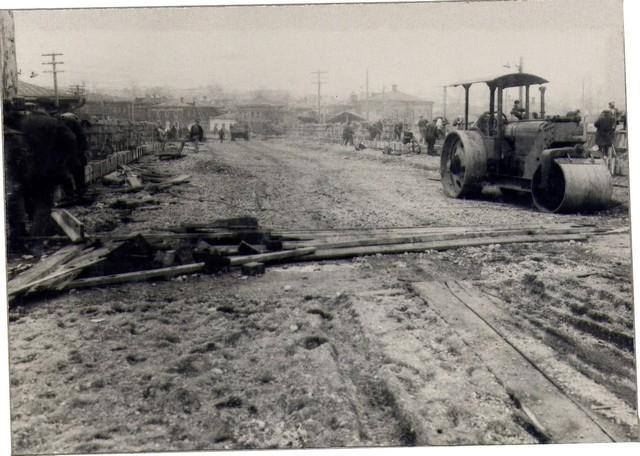 Укатка насыпи катком. Октябрь 1936г.