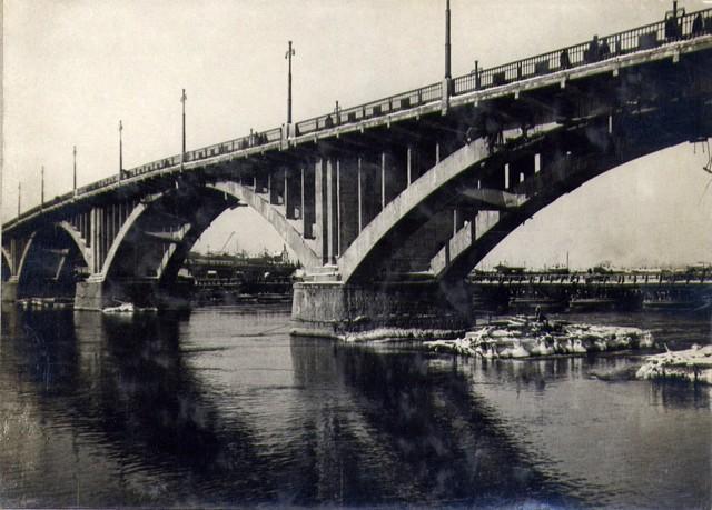 Вид с правого берега на арочную часть моста. Ноябрь 1936г.