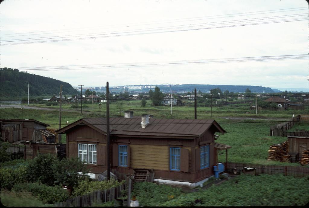 Восточная Сибирь. Современные хижины вблизи Иркутска