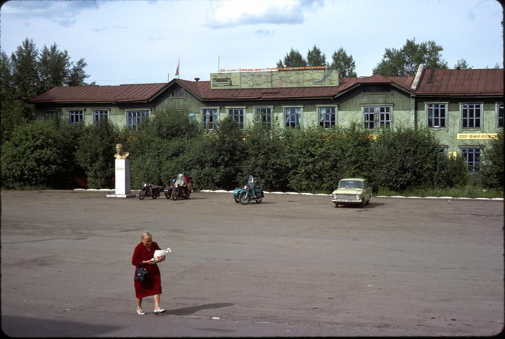 Нижнеудинск. Привокзальная площадь