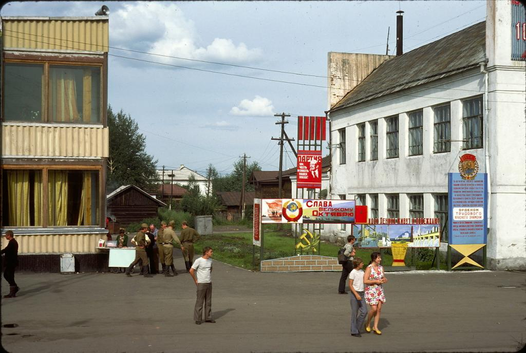 Нижнеудинск. Пропагандистские плакаты