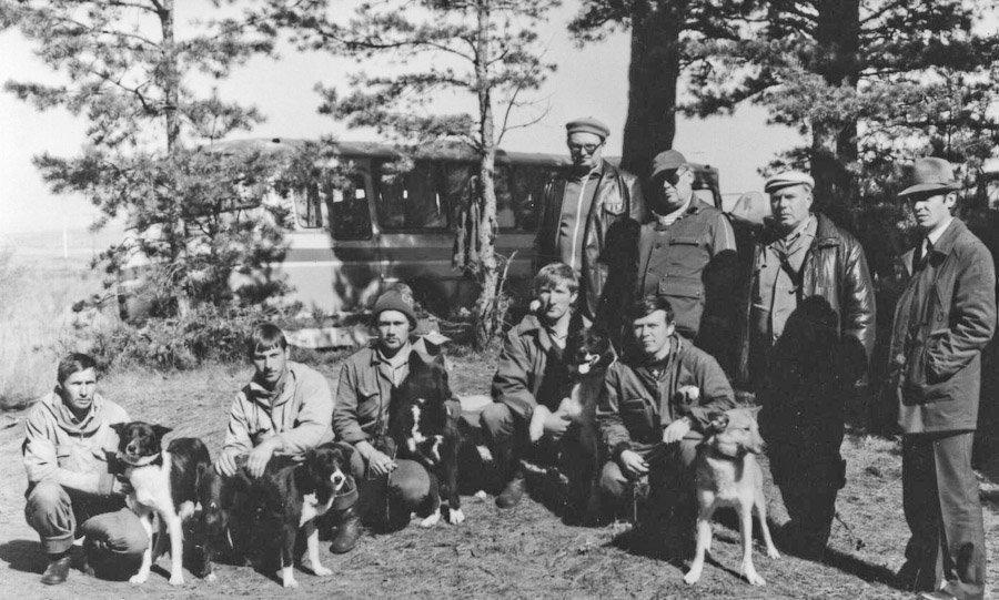 Команда Иркутского питомника лаек на состязаниях лаек по пушному зверю, 18-22 сентября 1986 года в Минусинске