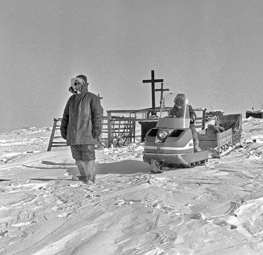 Старое кладбище в Русском Устье на Идигирке, 1985 год.