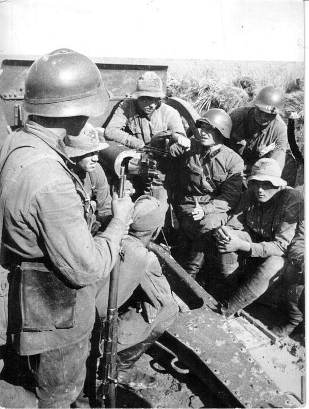 Артиллеристы на боевой позиции