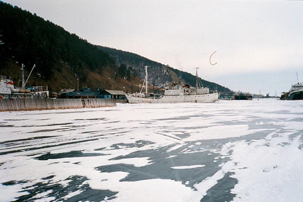 Байкал. Озеро, скованное льдом