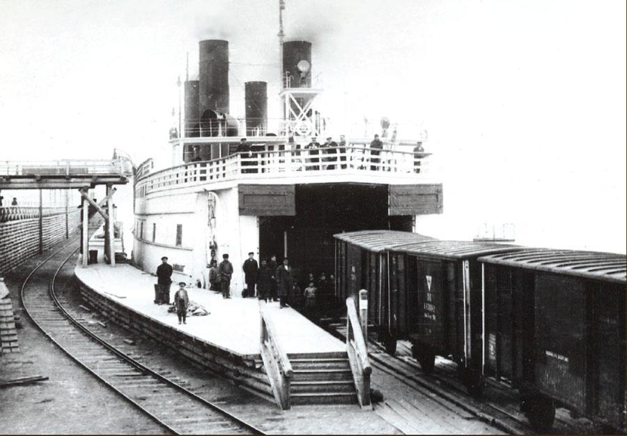 Постановка вагонов на ледокол-паром «Байкал». Начало ХХ в.