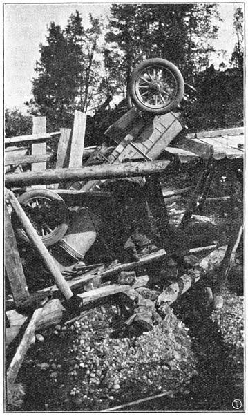 На перегоне Кяхта-Мысовая гнилой настил моста подломился под задними колесами, и «Itala» упала вниз.