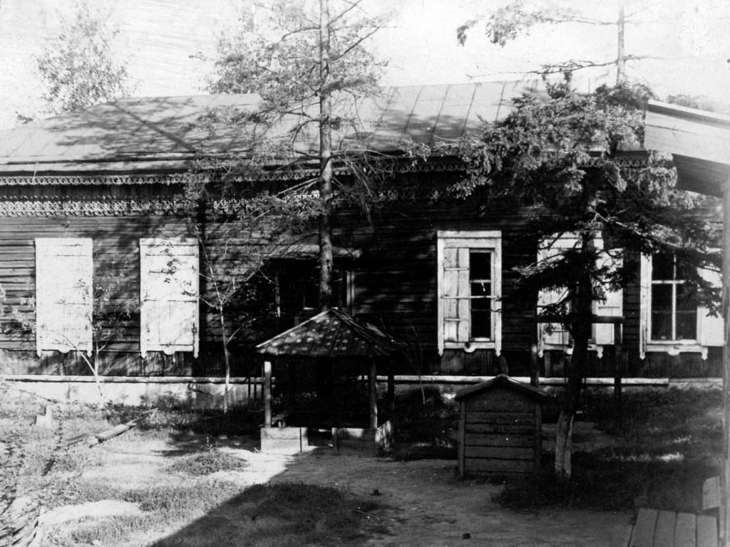 Здание школы Пономарёва.