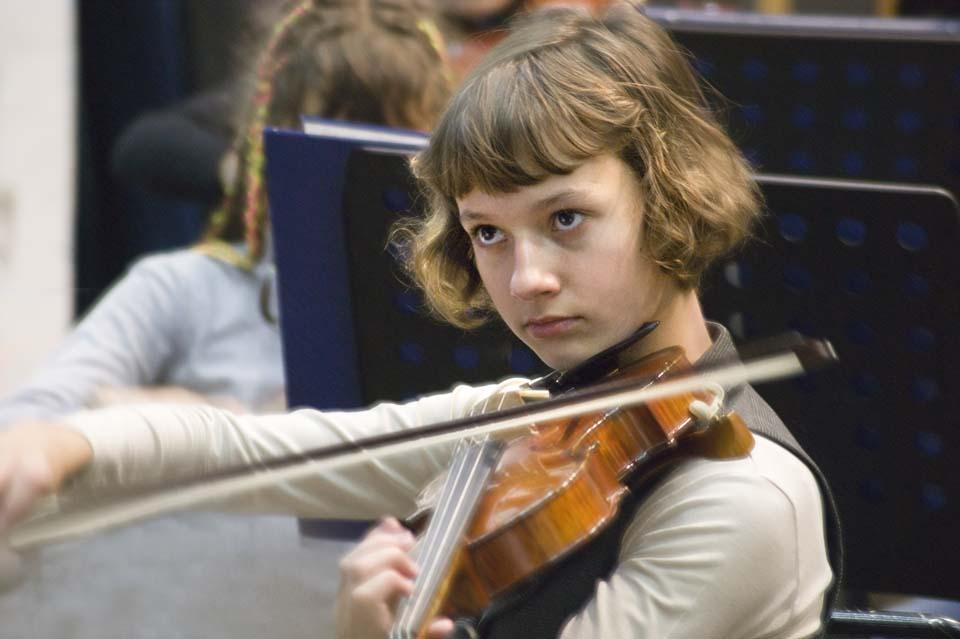 Музыка в детских руках. Юный скрипач