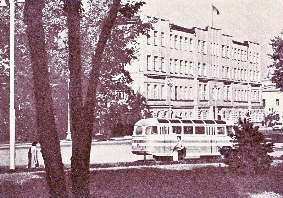 Городской Совет депутатов трудящихся и горком КПСС. 1966 г