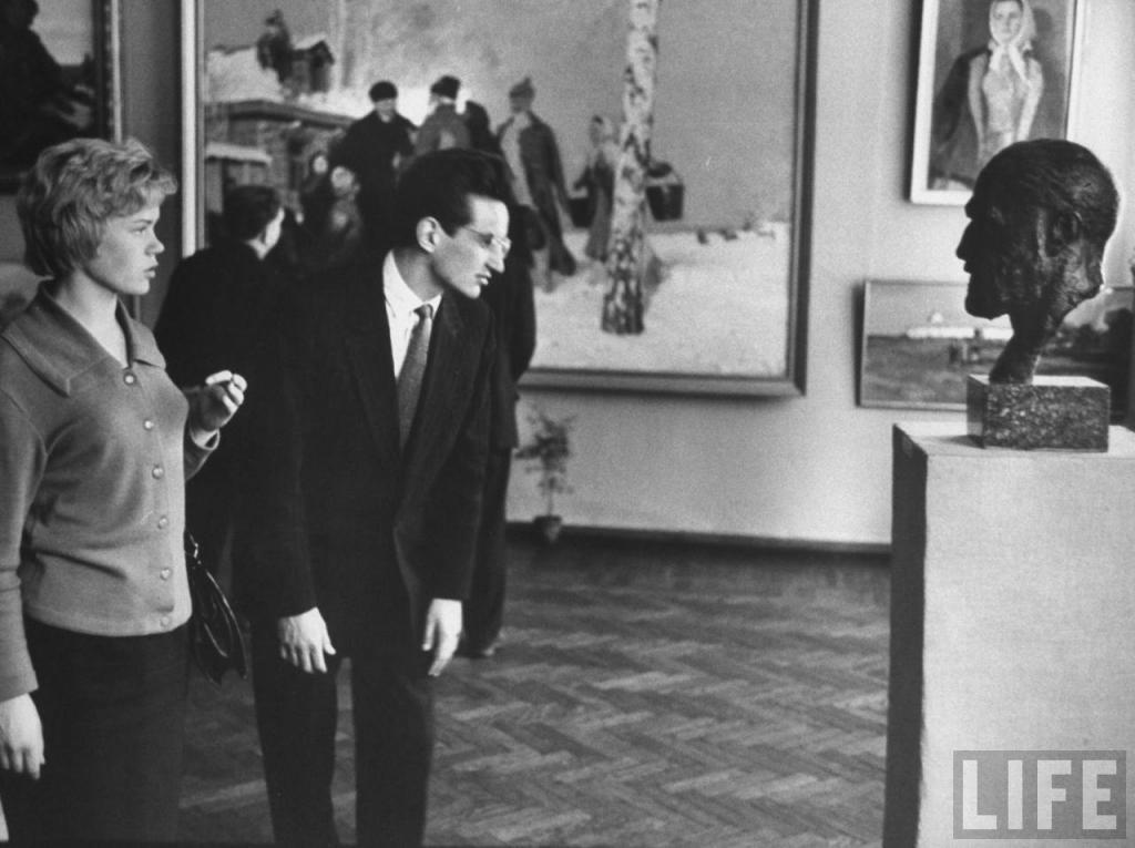 Неля и. Валерий Шипов на выставке в Иркутском художественном музее