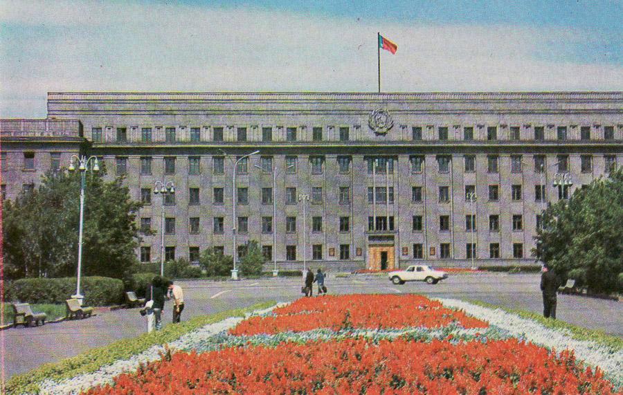 Иркутск. Дом Советов. 1975 (Сквер Кирова)