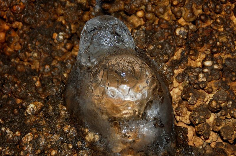 Пещера Мечта. Ледяной сталагмит (ледяная черепашка)