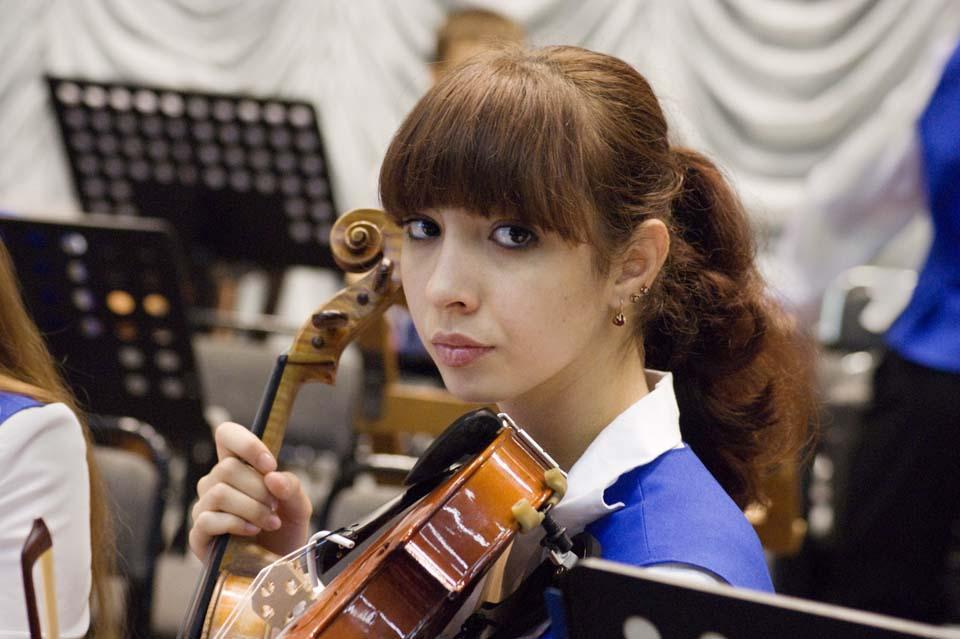 Музыка в детских руках. Скрипачка