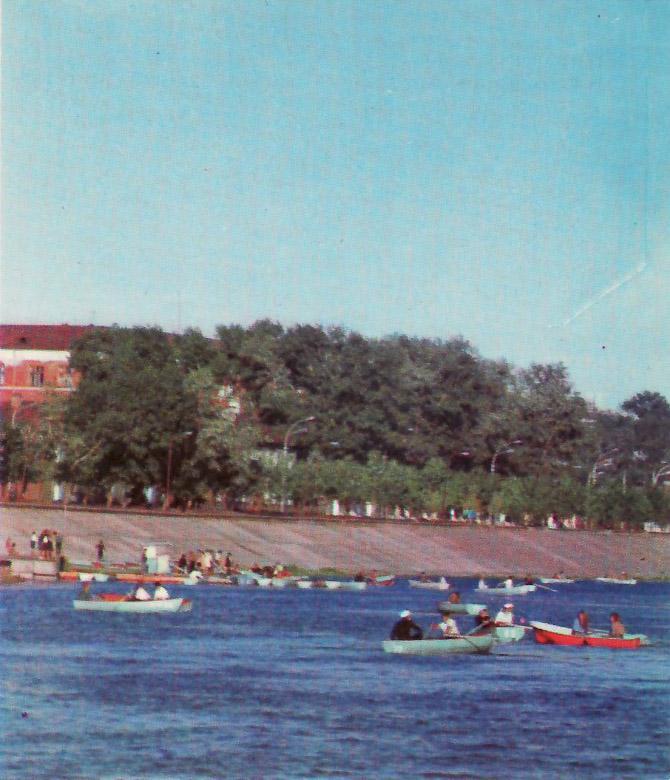 Иркутск. Набережная Ангары - место отдыха иркутян. 1975 год