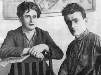 Иосиф Уткин (справа) и Михаил Светлов