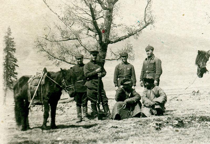 Красноармейцы и монгольские пастухи (?). Монголия