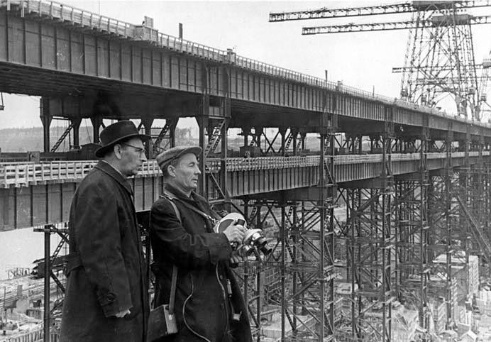 Кинооператор П. А. Петров на строительстве Братской ГЭС