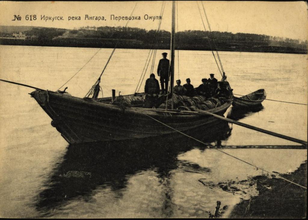 Иркутск. Река Ангара. Перевозка омуля