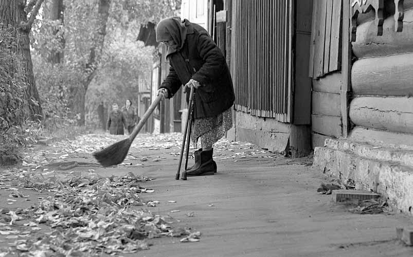 У своего дома. (Иркутск, 1992 год, ул. Гоголя)