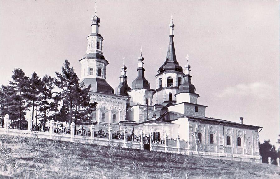 Иркутск. Памятник архитектуры XVIII века. Крестовоздвиженская церковь. 1968