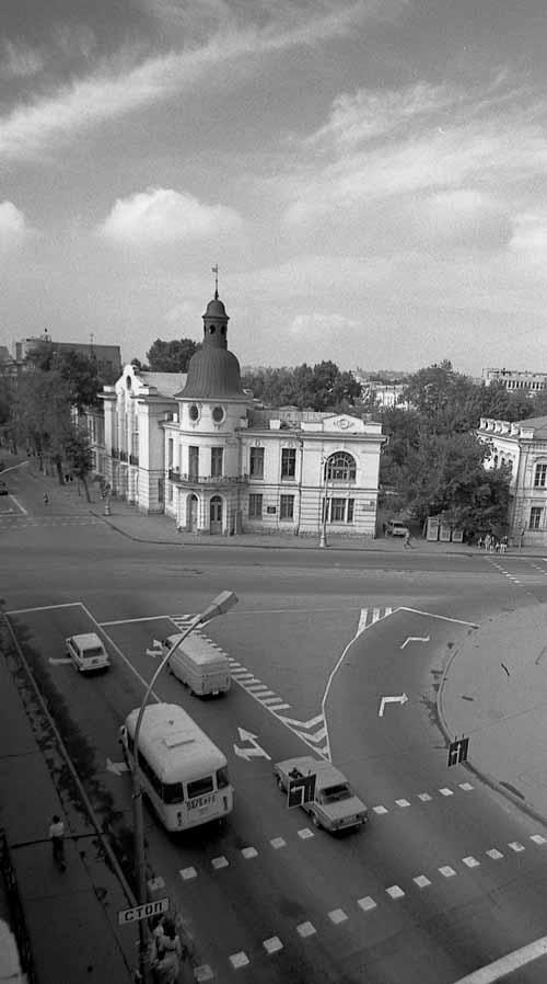 Главный перекресток. Иркутск 1987 год. Перекресток улиц Ленина и К-Маркса