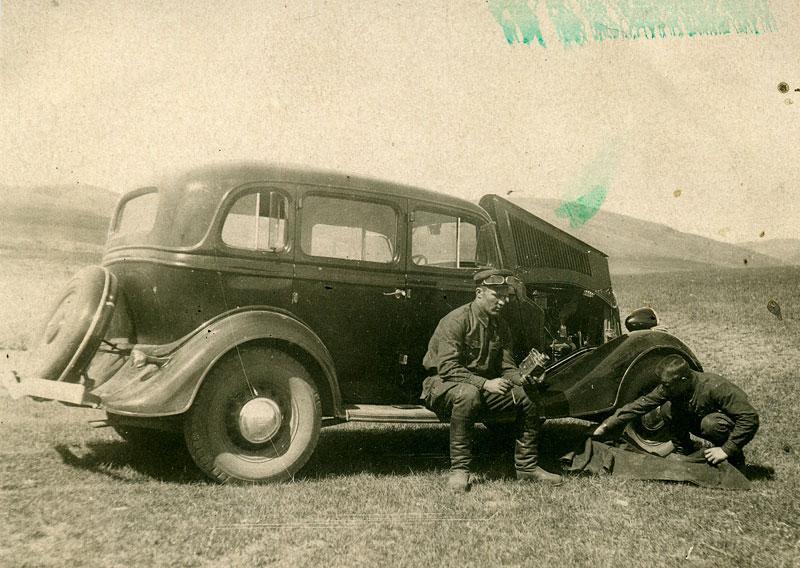 Поломка в степи. Ремонт штабного автомобиля. Монголия
