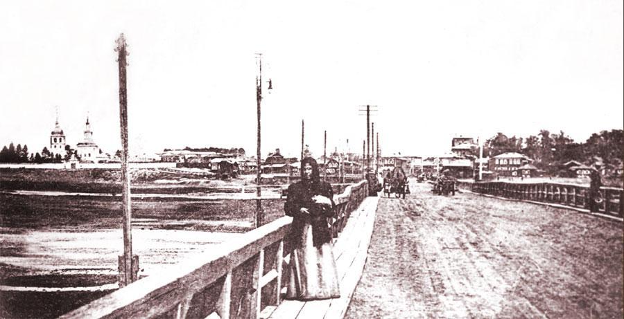 Вид на Ангару с Николаевского понтонного моста. Фото А. Д. Ермакова. 1906.