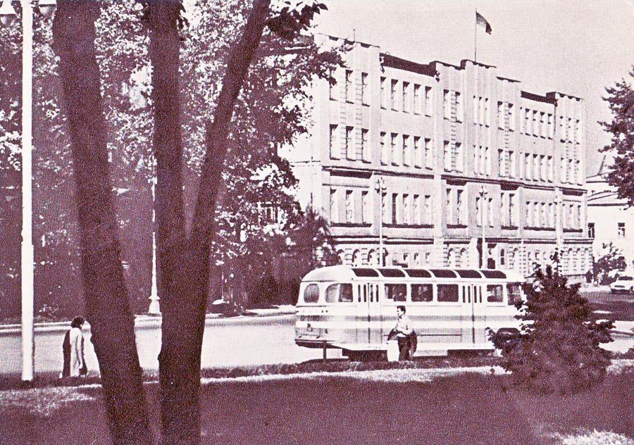 Иркутск. Городской Совет депутатов трудящихся и горком КПСС. 1966 г