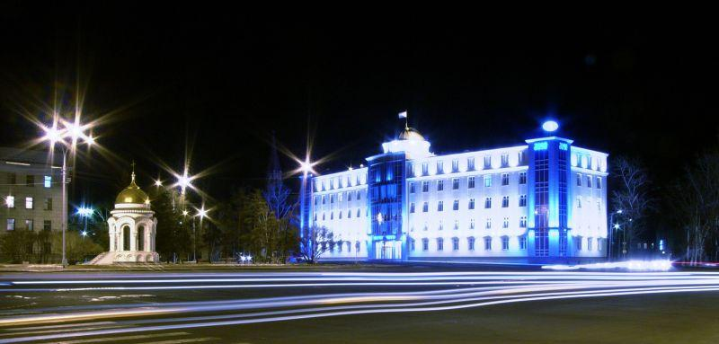 Ночной сквер им.Кирова, г. Иркутск, здание Иркутскэнерго.
