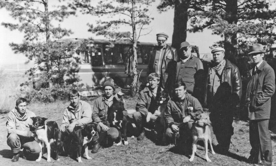 Команда Иркутского питомника лаек на состязаниях лаек по пушному зверю, 18-22 сентября.