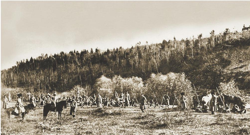 Для царствующей особы в пригороде Иркутска были проведены смотры войск местного гарнизона. Фото П. А. Милевского. 1891.