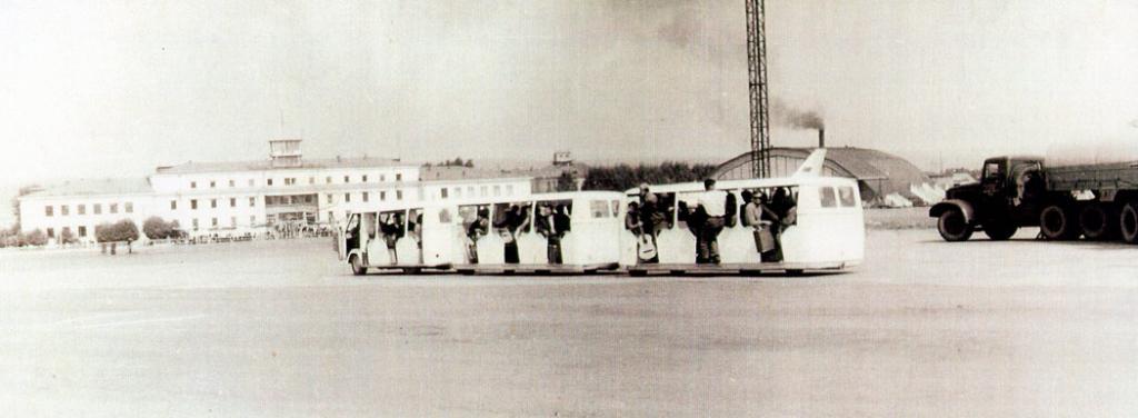 Доставка пассажиров на автопоезде. 60-е годы