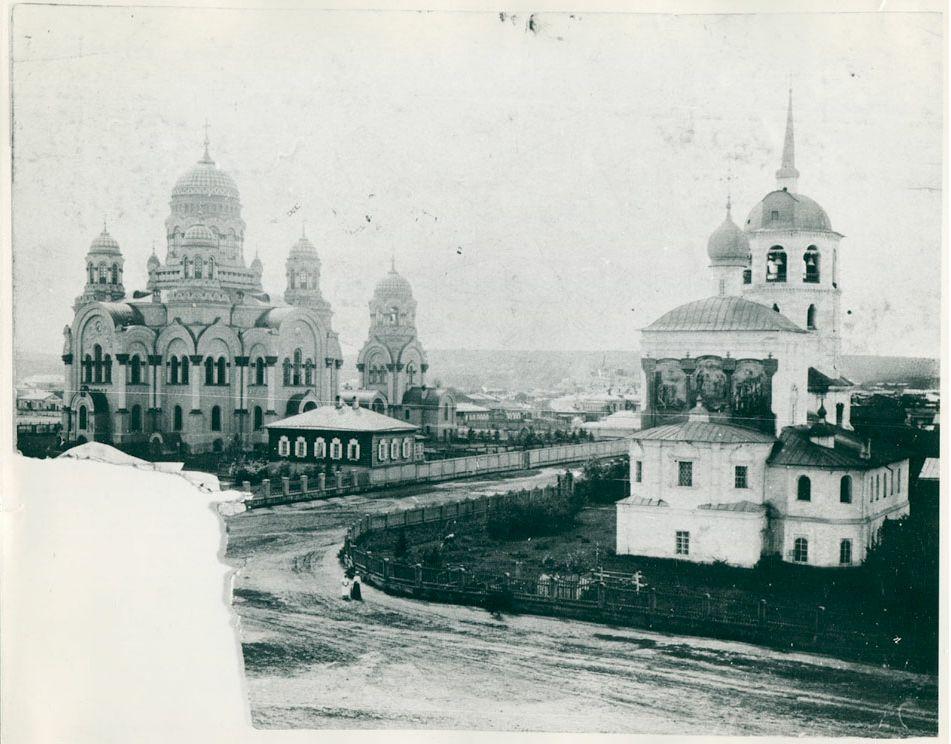 Вид на Кафедральный собор со стороны Спасской церкви