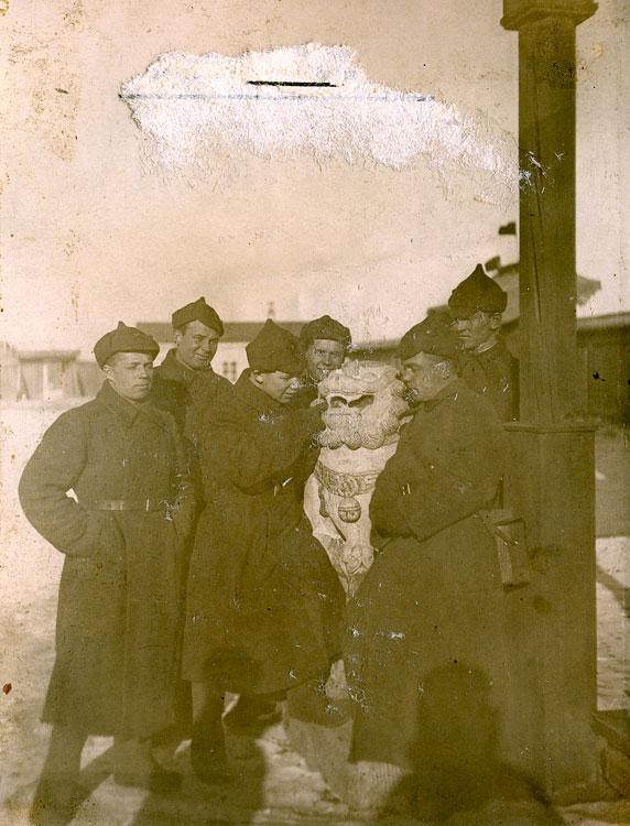 Красноармейцы в музее. Монголия, зима 1938-1939 года