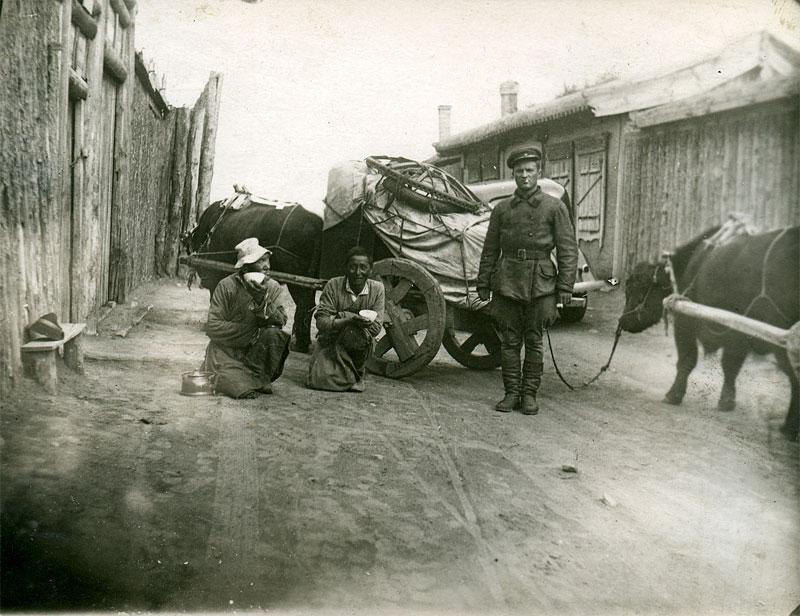 Перевозка юрты. Монголия, 1938-1939 гг.