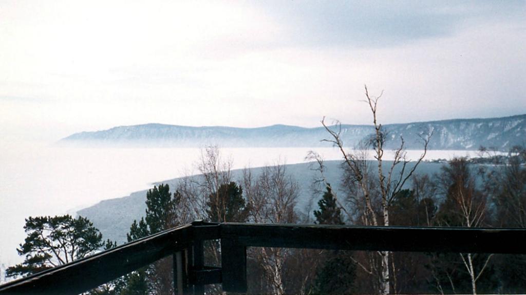 Байкал. Вид озера со смотровой площадки гостиницы Интурист