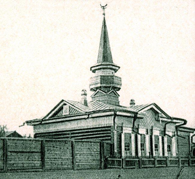 Мусульманское училище. Помещалось в старом деревянном здании мечети рядом с новой каменной мечетью на Саломатовской (Карла Либкнехта) улице (здание утрачено).