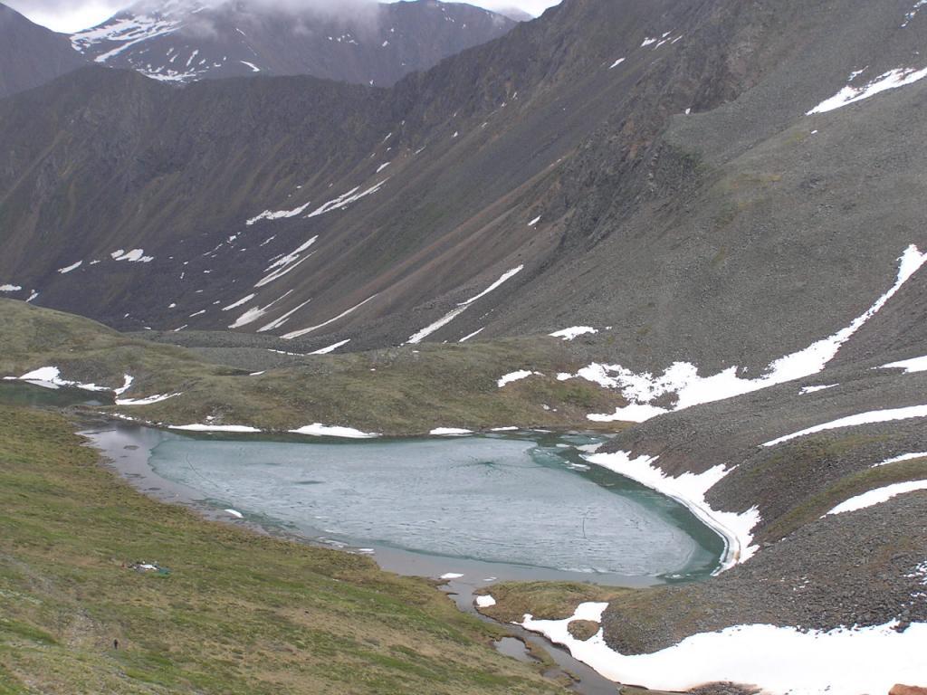 Зеленое озеро. Это исток реки Шумак