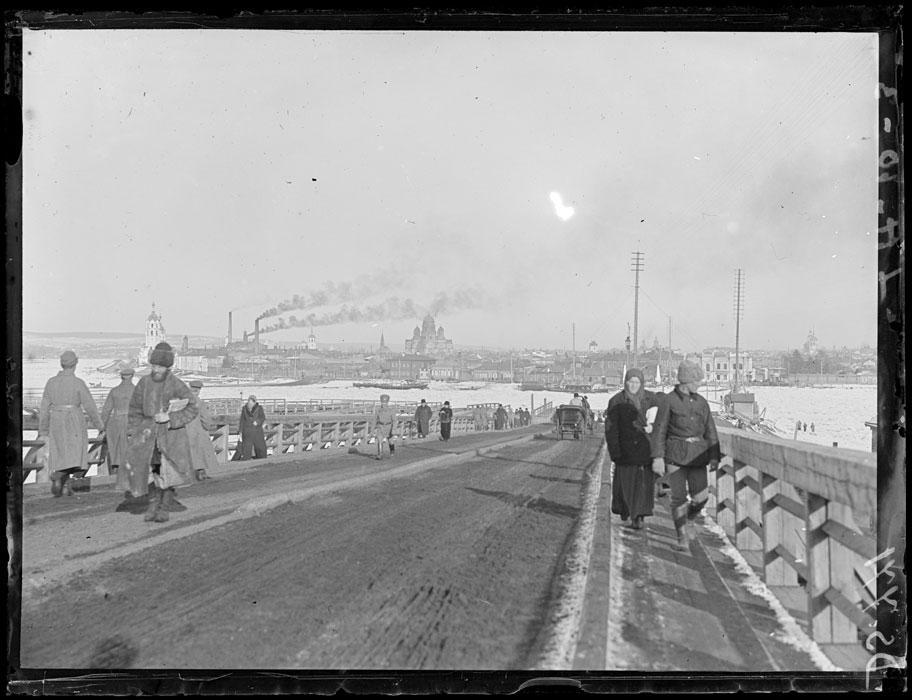 Панорама на въезде в город, недалеко от моста через Ангару. Март 1919 года.