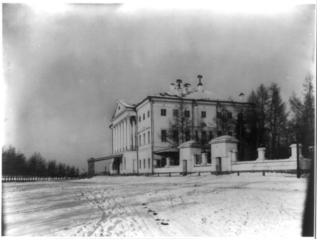 Резиденция Иркутского генерал-губернатора зимой