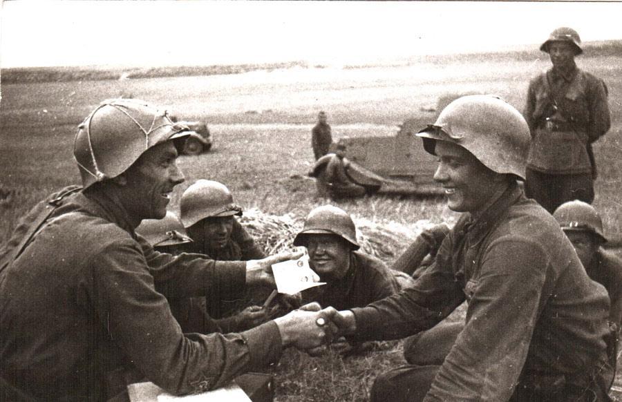 Вручение комсомольского билета на Халхин-Голе